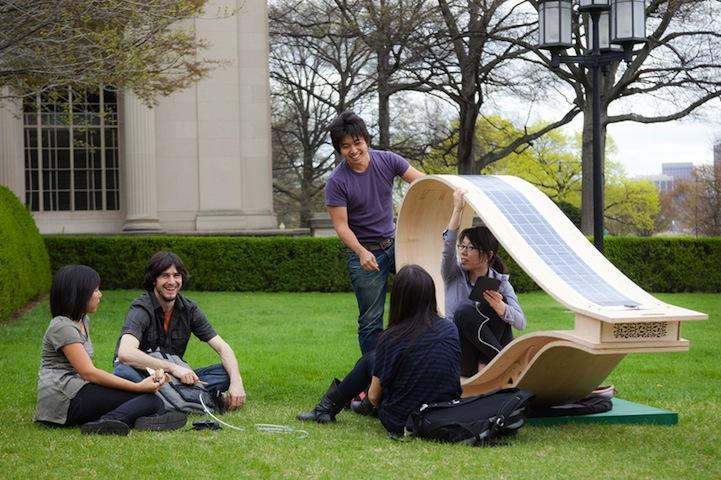 Estudantes criam espreguiçadeira movida a energia solar